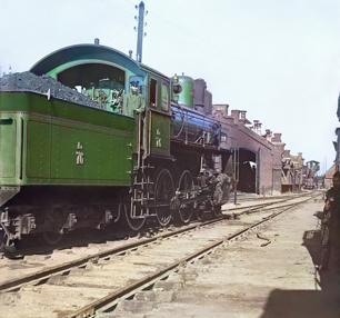 Машинист паровоза «Компаунд» с пароперегревателем Шмидта, депо в Перми (1909 год)