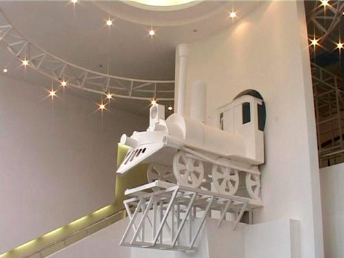 Начало экспозиции (оформление лестницы)