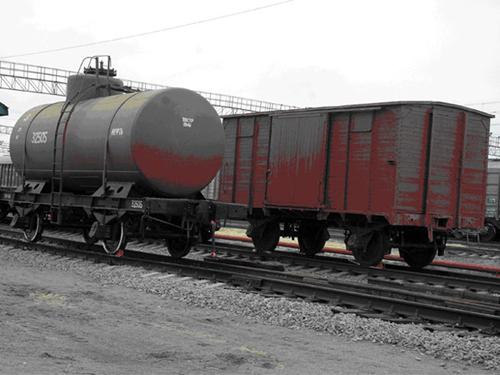 Двухосная цистерна 1946 год и крытый вагон 1913 год