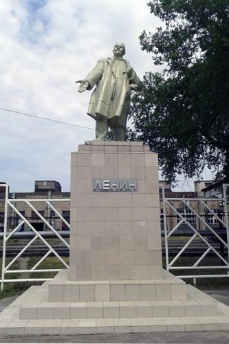 Памятник В.И. Ленину на территории воронежского вагоноремонтного завода имени Э. Тельмана. Скульптор Г.В. Нерода