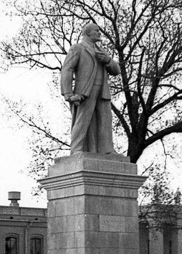 Воронеж. Памятник В.И. Ленину на привокзальной площади