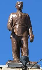 Скульптура на здании воронежского вокзала (левое крыло) №2