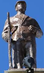Скульптура на здании воронежского вокзала (левое крыло) №6