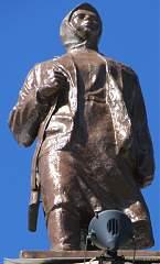 Скульптура на здании воронежского вокзала (правое крыло) №9